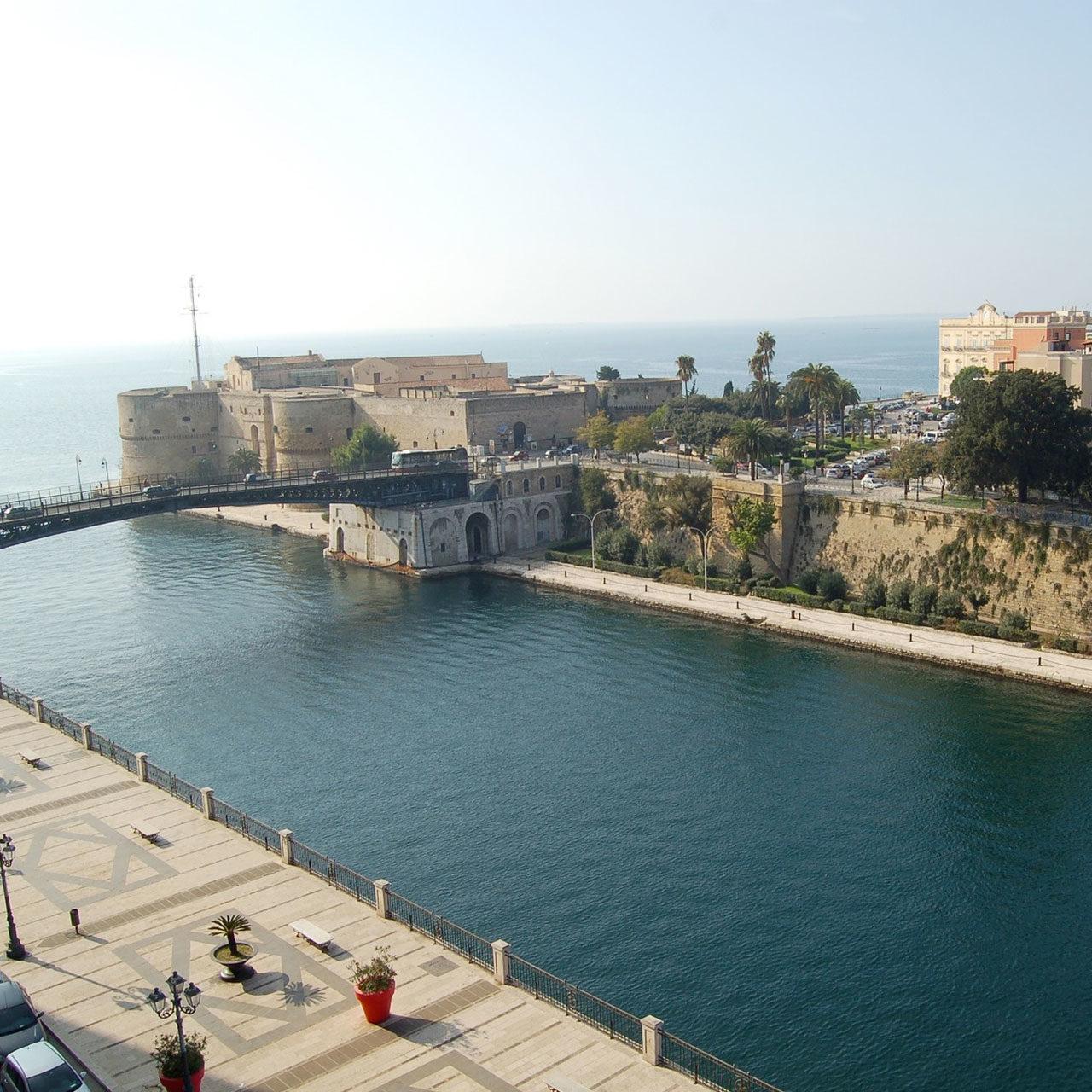 https://www.pugliaescursioni.com/wp-content/uploads/2020/02/Magna-Grecia-Murgia-e-Gravine-1280x1280.jpg