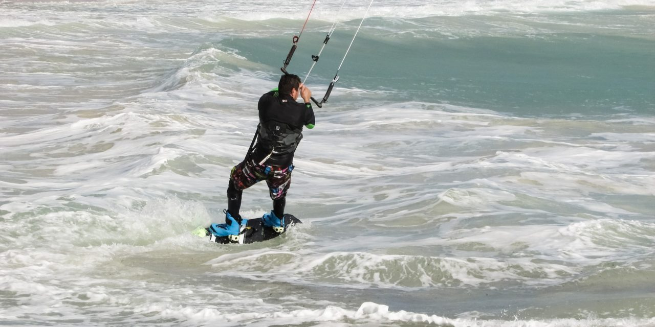 https://www.pugliaescursioni.com/wp-content/uploads/2020/03/kite-surfing-1985421_1920-1280x640.jpg