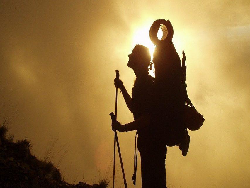 https://www.pugliaescursioni.com/wp-content/uploads/2020/04/trekking-2-853x640.jpg